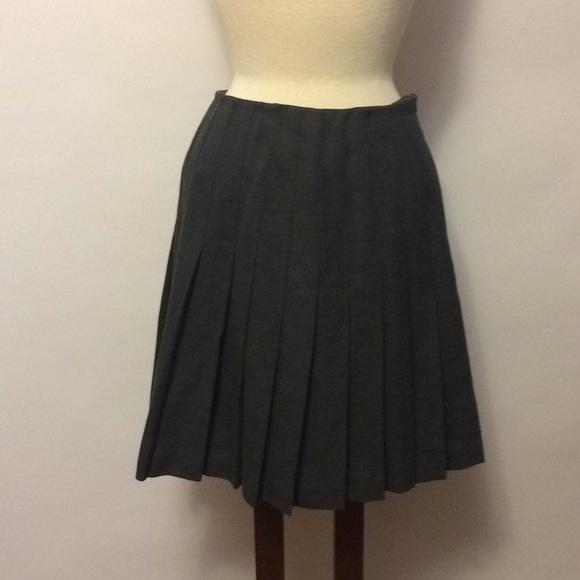 bf02b7d395 Vintage Ralph Lauren Wool Pleated Skirt. M_5adf8cae5521be027343c367